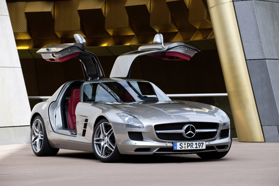 Mercedes-Benz SLS AMG with open doors (Image: Daimler)