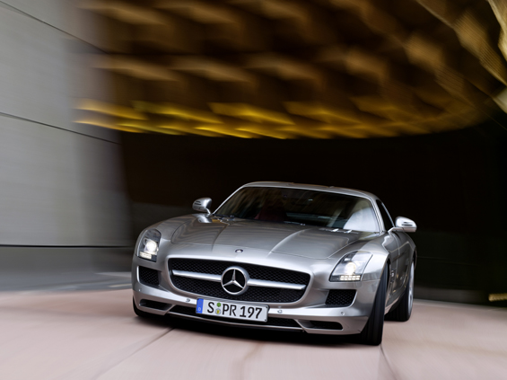 Strong, just strong: The new Gullwing Mercedes-Benz SLS AMG (Image: Daimler)