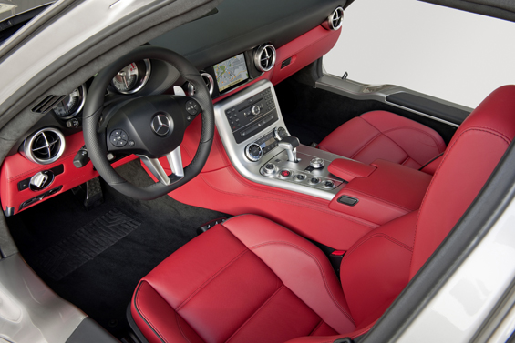 Red Leather and aircraft contruction lession: The Interieur of Mercedes-Benz SLS AMG (Image: Daimler)
