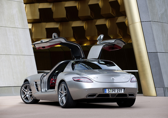 Rear view with open gullwing doors (Image: Daimler)