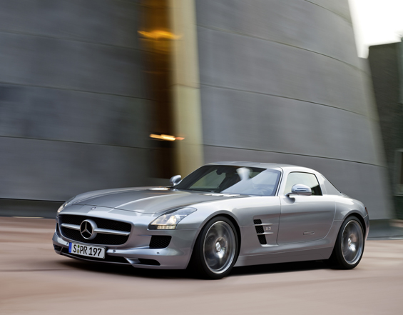Sideview of the new Mercedes-Benz SLS AMG (Image: Daimler)