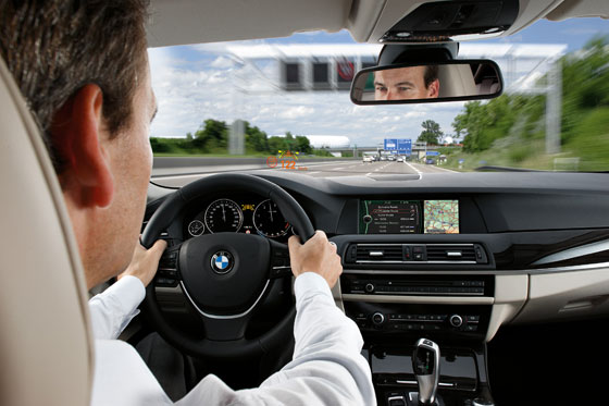 Head-Up Display in the new BMW 5 series (Photo: BMW)