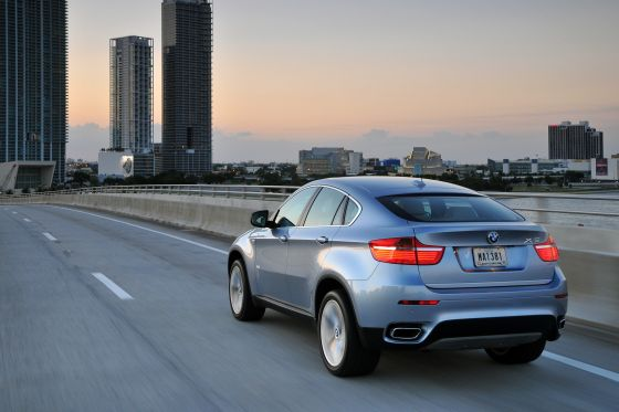 BMW Active Hybrid X6 on the Road (Image: BMW)