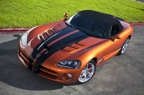 2010 Dodge Viper SRT10 Roadster in Toxic Orange Pearl Coat with black dual racing stripes. (Image: Dodge)