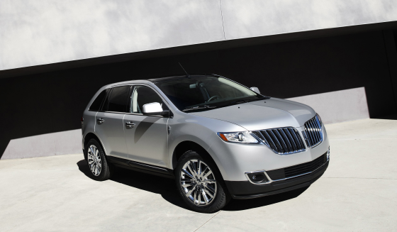 2011 Lincoln MKX: New, industry-exclusive technologies and engaging design featuring world-class craftsmanship and materials further elevate the 2011 Lincoln MKX midsize luxury crossover (Image: Ford)