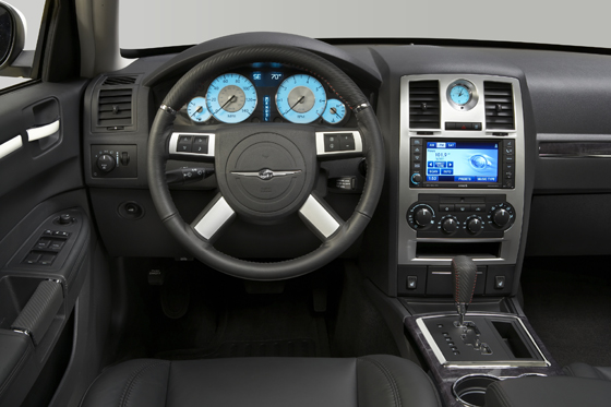 Cockpit of the 2010 Chrysler 300 S (image: Chrysler)